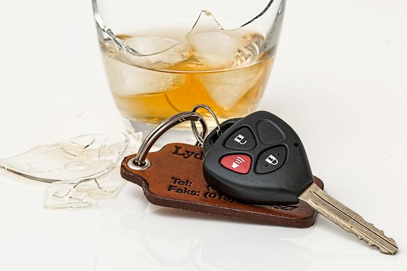 Ključ za najem avtomobila in alkohol